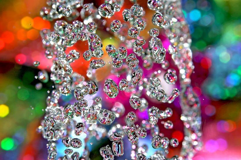 разноцветные брызги воды